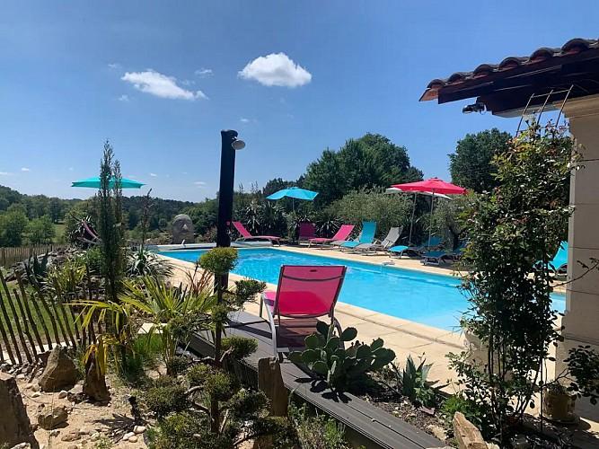 gite-borros-St-Sauveur-Lalande-piscine-et-jaccuzzi2