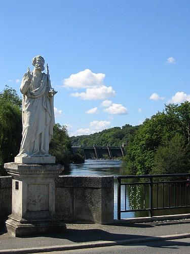 Le pont Saint-Sylvain et la statue