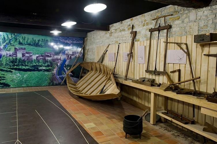 La salle de la batellerie à la Maison du Marais Poitevin (Coulon)