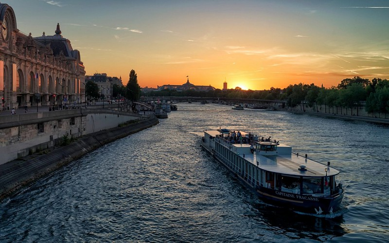 Open Tour Paris: 1 or 2 Day Hop-On-Hop-Off Tour + Seine Cruise