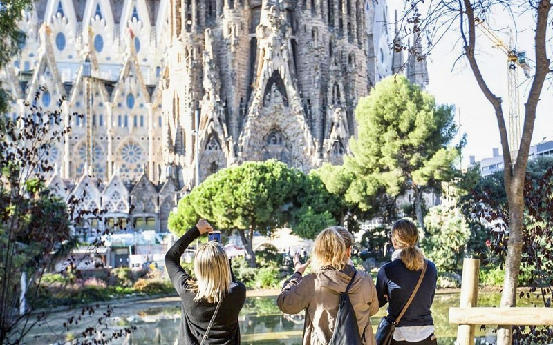 Fast Track Sagrada Familia Guided Tour & Sant Pau Art Nouveau