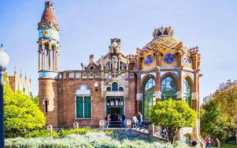 Fast Track Sagrada Familia Guided Tour & Sant Pau Art Nouveau