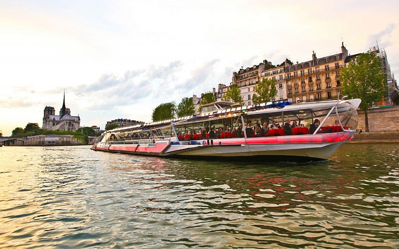 Bateaux Mouches Seine River Lunch Cruise with Live Music