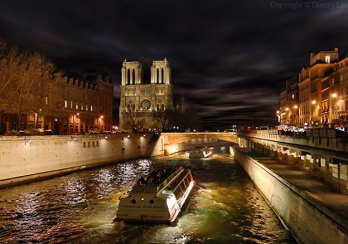 Dinner at the Eiffel Tower, Seine River Cruise & Show at the Lido – A perfect Parisian evening