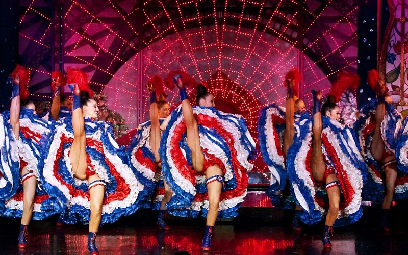 Paris by Night: Moulin Rouge Show & Seine River Cruise with Hotel Transfers