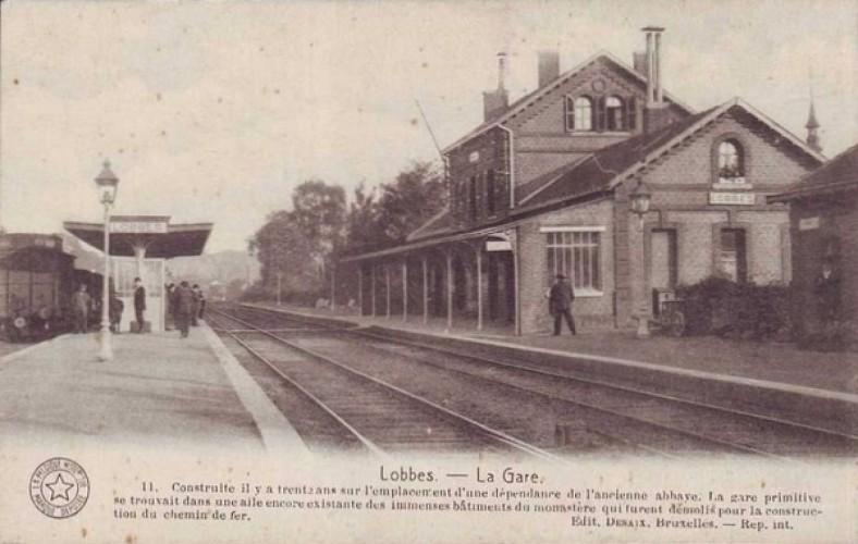 Départ devant la gare de Lobbes.