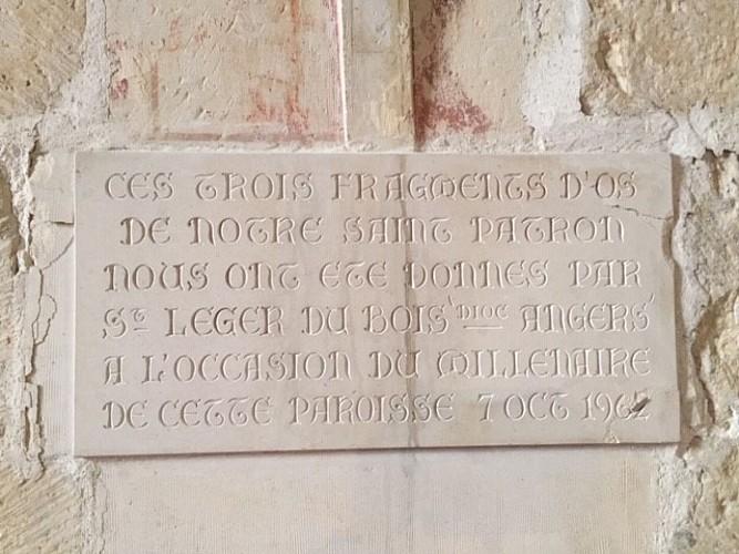 La plaque commémorative du reliquaire de saint Léger
