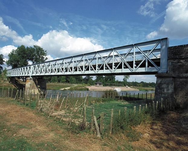 Pont de l'Ilette : halte nautique et aire de pique-nique