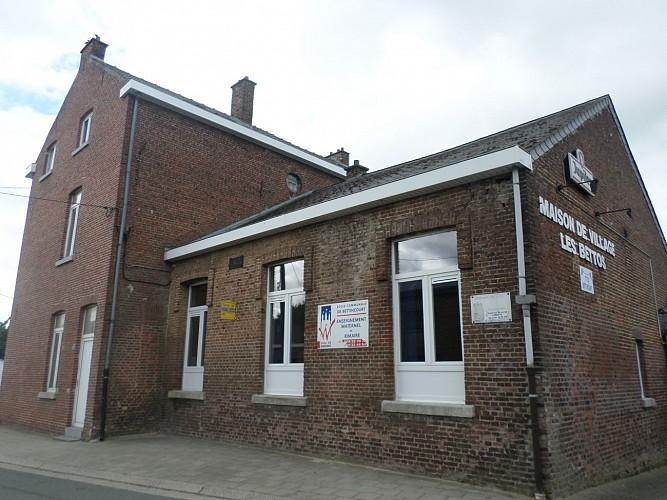 École communale et maison de village