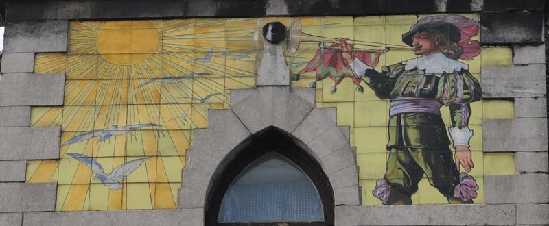 Rue Henri de Dinant n°17 (angle avec la rue Fosse-aux-Raines) – Immeuble « Au Belvédère »