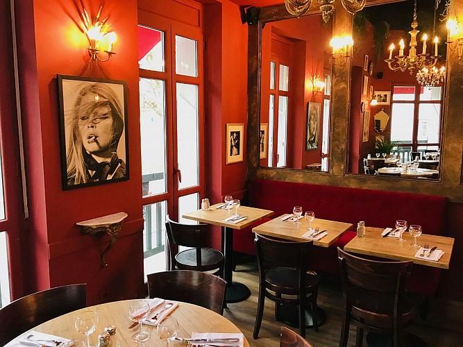 Cafe-des-Artistes-Biarritz-salle1