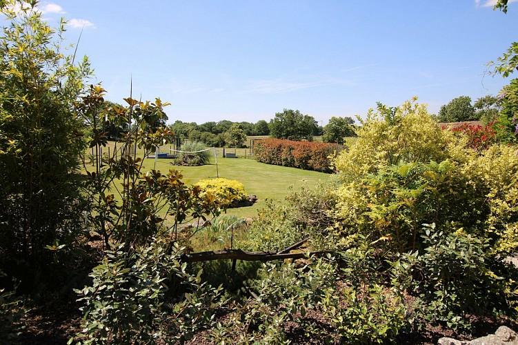 neuvy-bouin-gites-la-bonniniere-jardin1