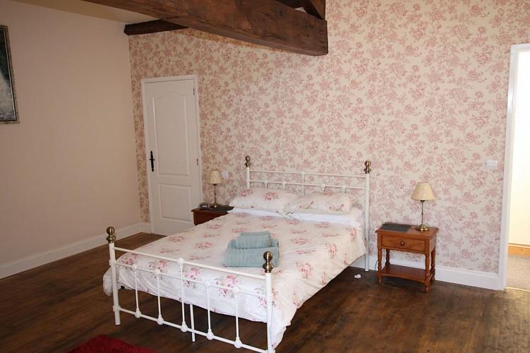neuvy-bouin-gite-bonniniere-rose-chambre2-vue2