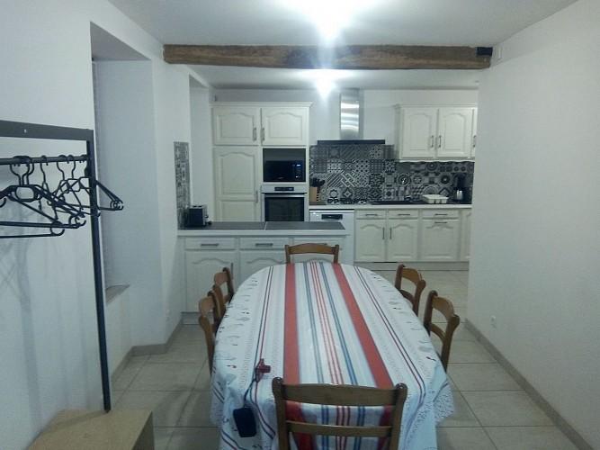 argentonnay-gite-la-cle-des-champs-cuisine-salle-a-manger