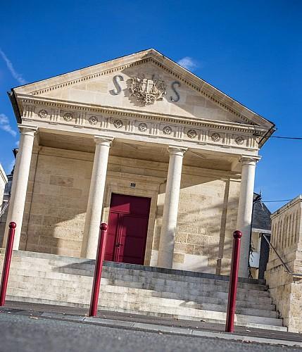 Le tribunal et l'église de Saint Savin