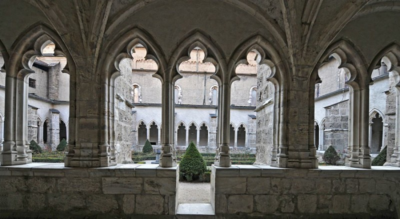 Le Cloître de la Cathédrale Saint-Jean-Baptiste