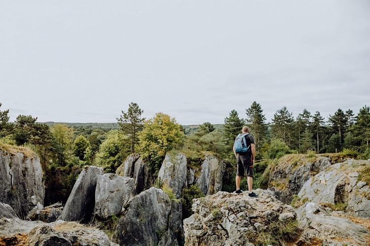Randonneur au Parc Naturel Viroin-Hermeton à Viroinval