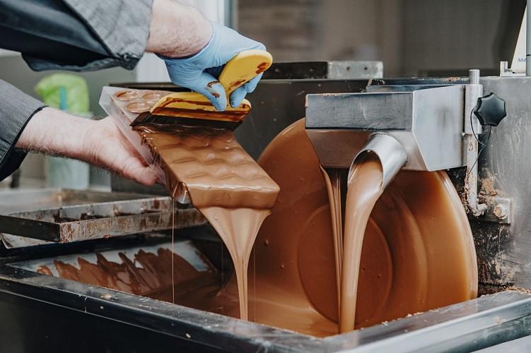 Fabrication du chocolat à la chocolaterie Vanlieff's à Walcourt