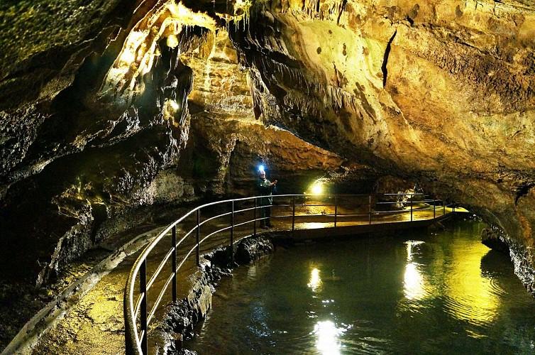 Grottes_remouchamps (3)