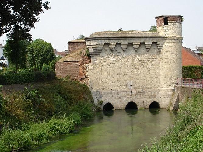 Porte des Arquets et Tour du Caudron
