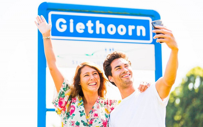 Giethoorn Day Trip from Amsterdam by Bus & Boat