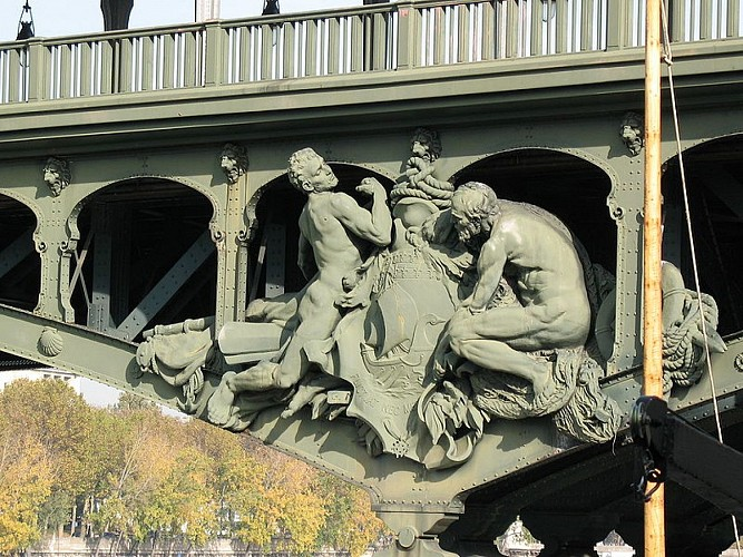 Statue du pont de Bir-Hakeim