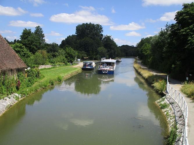 Montbouy - halte nautique et canal de Briare