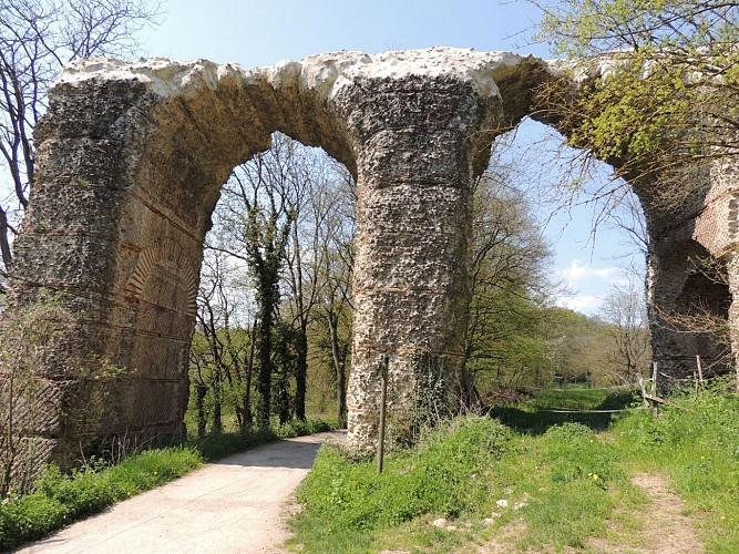 Balade vers le pont siphon du Garon de l'Aqueduc romain du Gier