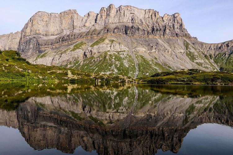 Le lac et la montagne de Pormenaz
