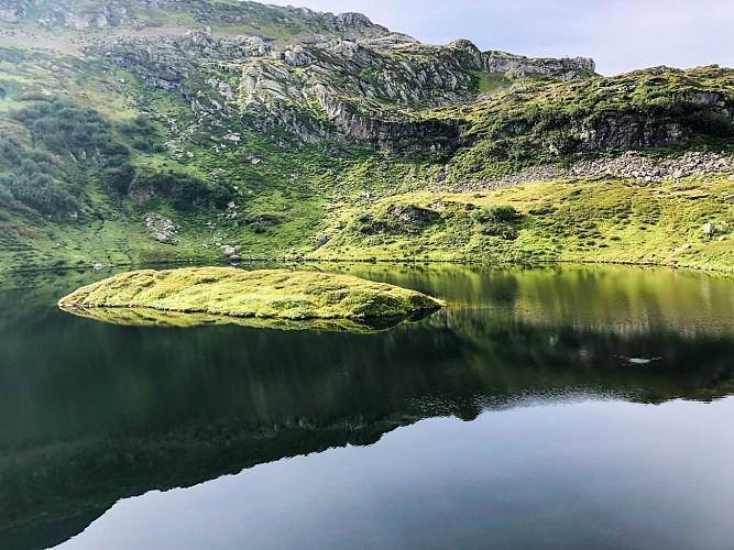Il lago e la montagna di Pormenaz