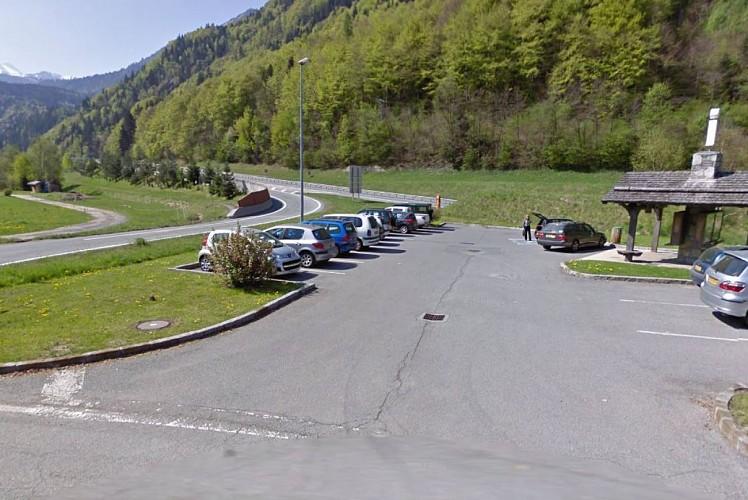 Le Lac car park