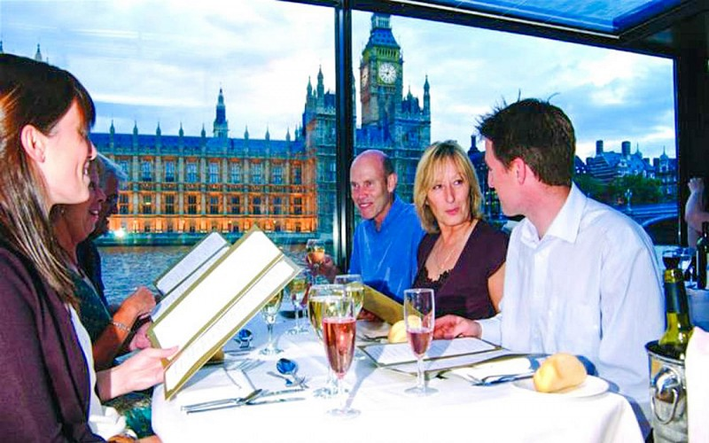 Bateaux London Dinner Cruise On Thames With Live Entertainment