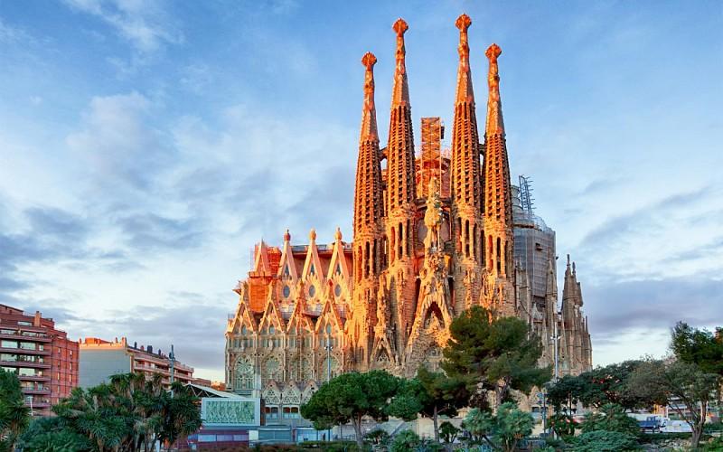 Barcelona Gaudí: Sagrada Familia & Casa Batllo Guided Tour