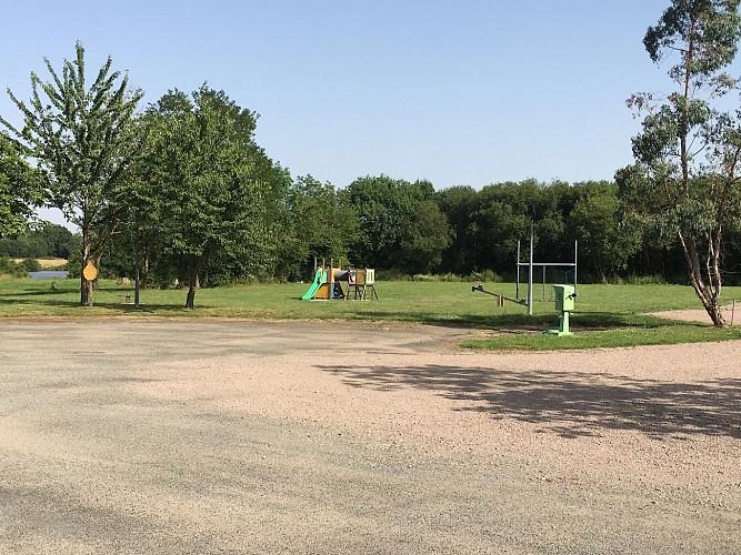 moncoutant-domaine-de-la-sabliere-aire-de-camping-jeux-pour-enfants