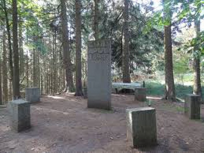 Bernister: Apollinaire monument