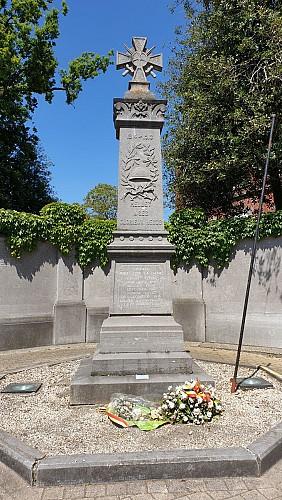 Du côté du monument aux morts
