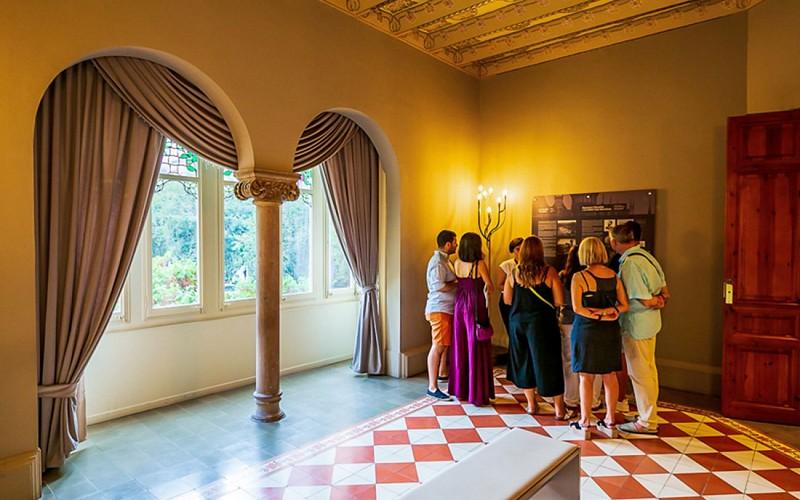 Casa de Les Punxes: Audioguided Visit with Champagne