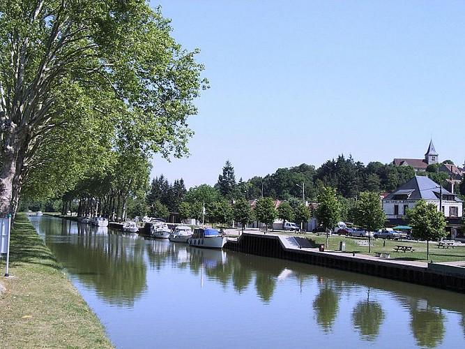 Rogny-les-Sept-Écluses (Port des Lancières)