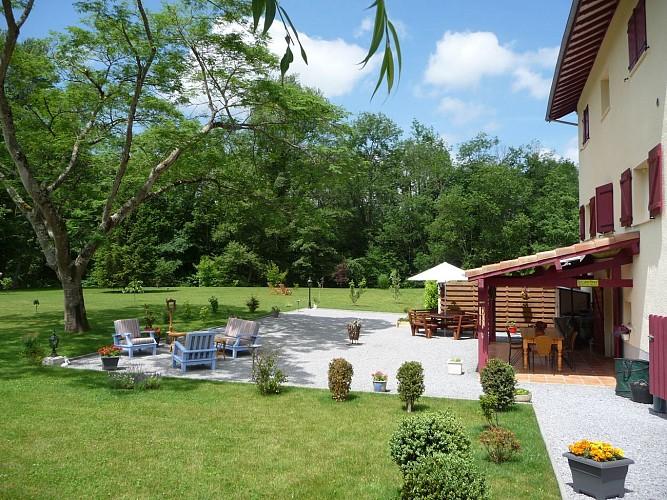 02_Chambre d'hôtes les Abeilles_terrasse et jardin