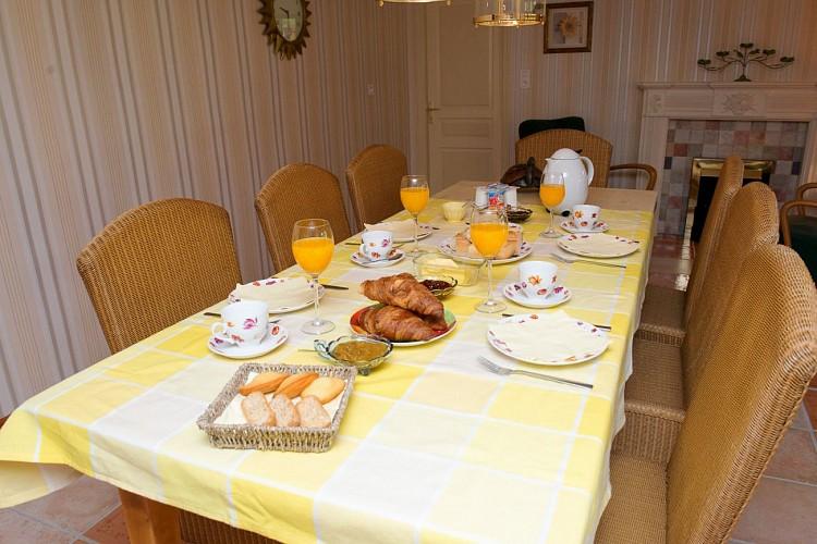 08_Petit déjeuner_les Abeilles
