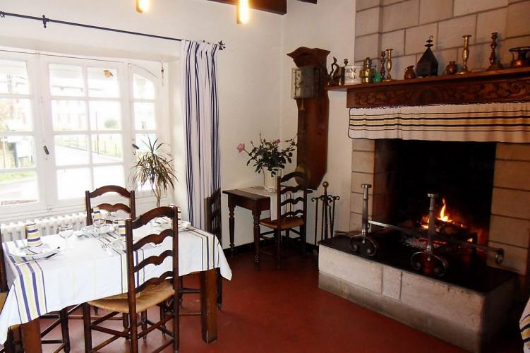 Hôtel-restaurant Mendibilenea - 64120 Amorots (8)