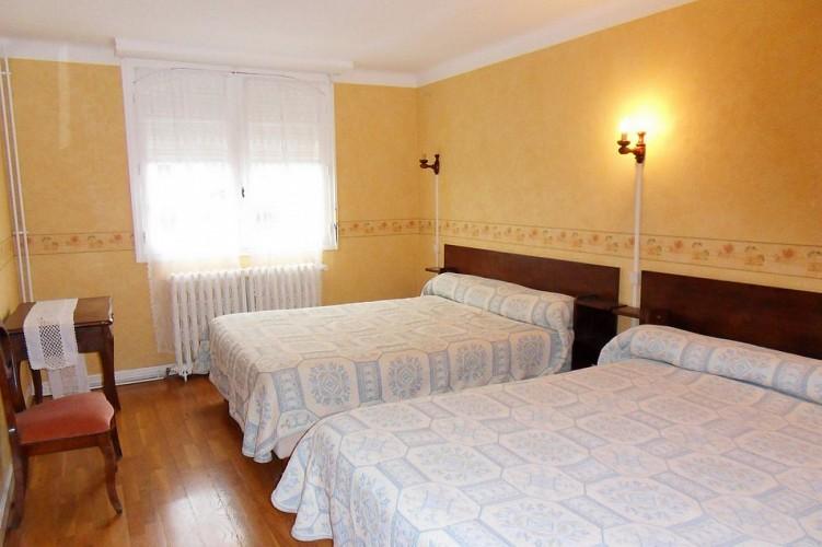 Hôtel-restaurant Mendibilenea - 64120 Amorots (9)