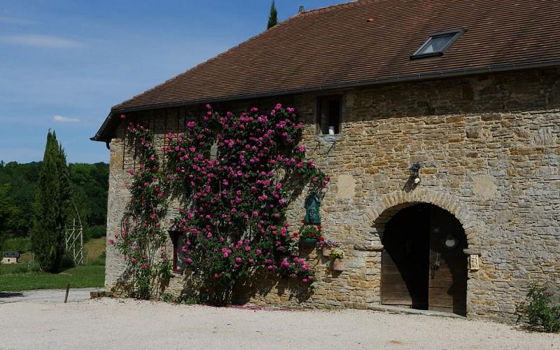 Chambre-d-Hotes-Secret-Pyrenees---Facade-I-chambre-d-hotes--Tobias-MEWS-