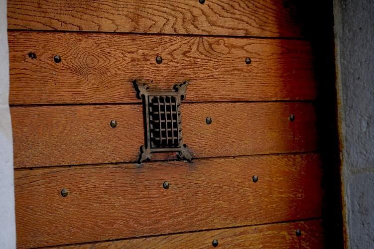 Chambre-d-Hotes-Secret-Pyrenees---Detail-de-porte--Tobias-MEWS-