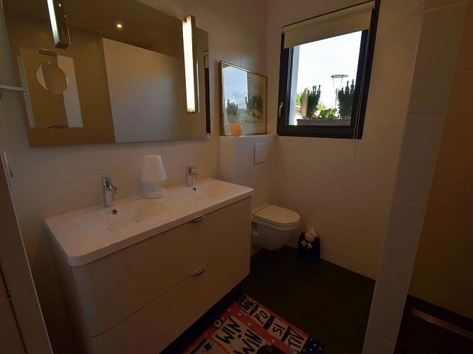 Chambre Lafargue-salle d'eau 2-Uhart-Cize©OTGB