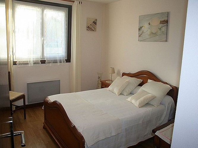Location Antchagno - Chambre lit double blanche - Ispoure