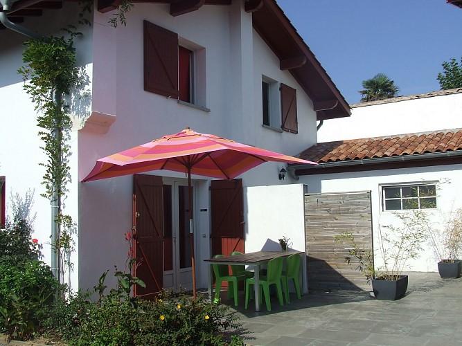 terrasse avec parasol