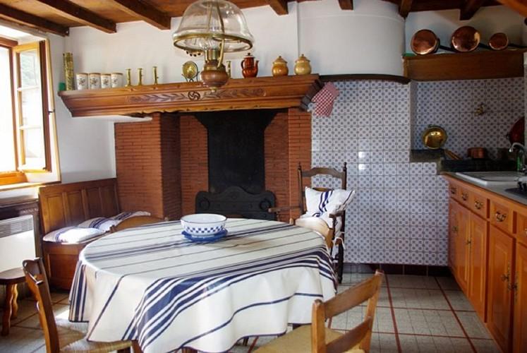 02_Maison Bergès_cuisine_vieil evier2_Barcus64130