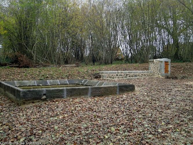 Dontreix - Lavoir fontaine de Pérol