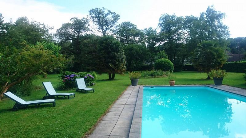 La piscine et le parc